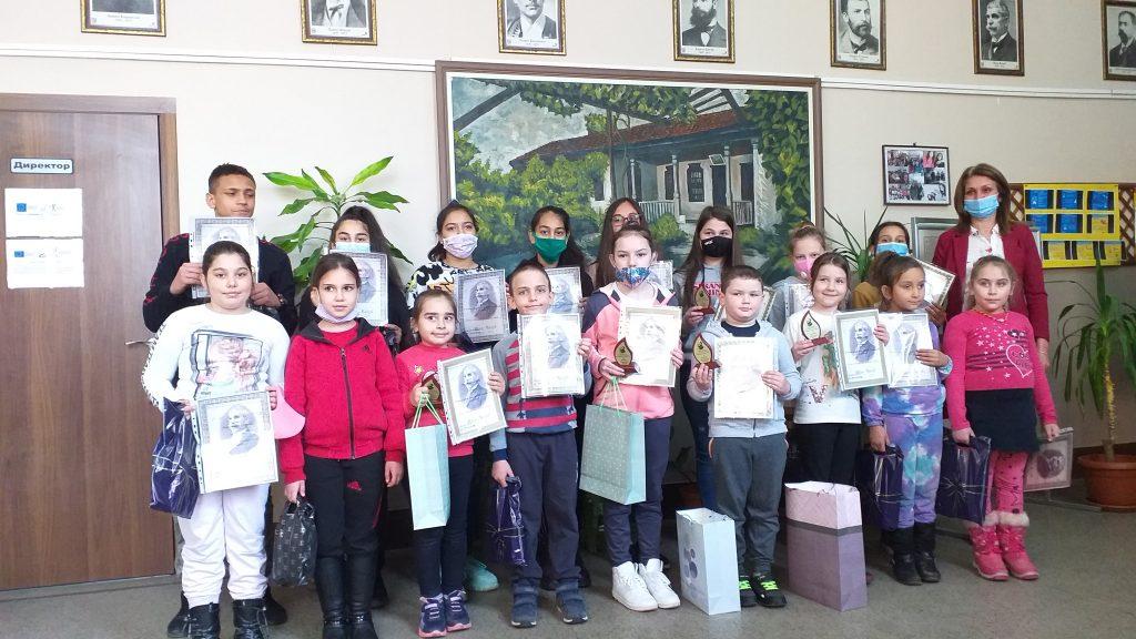 Награждаване на ученици, взели участие в Пети общински поетичен онлайн рецитал